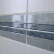 Fliesen, Muster, Fliesenmuster, Bordüre aus Fliesen, Farbspiel Fliesen, Badezimmer, Küche, blau