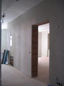 Wände mit verarbeitetem Feinputz bei Tipp zum Bau.