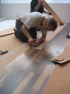 Erfahren Sie die Unterschiede von Vinyl- und Parkettboden bei Tipp zum Bau.