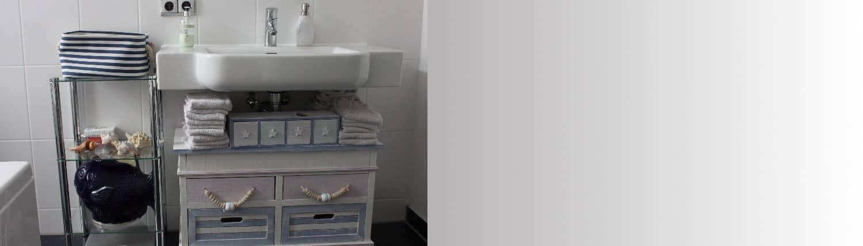 Badmöbel Slider, Waschbecken, Seifenspender, Schublade, Schubladen, Steckdose, Handtuch, Handtücher, Muschel, Badewanne, Kulturbeutel