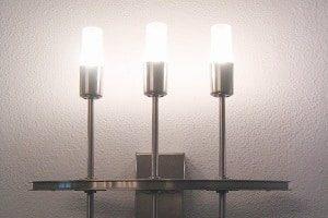 Auch mit der Beleuchtung lässt sich Energie sparen. Tipps gibt es bei Tipp zum Bau.