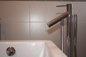 Bei Tipp zum Bau erfahren Sie, wie Sie den Verbrauch Ihres warmen Wassers reduzieren.