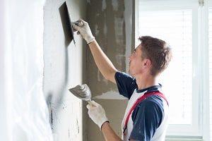Tipp zum Bau zeigt Ihnen, wie Sie Fliesenspiegel an Ihrer Küchenrückwand anbringen.