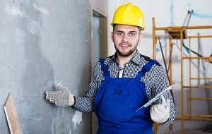 Maurerwerkzeuge kaufen oder Fachmann beauftragen. Was für Sie das Beste ist, erfahren Sie bei Tipp zum Bau.