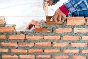 Tipp zum Bau erklärt Ihnen, wie Sie ihre Natursteinmauer in nur vier Schritten selbst bauen!