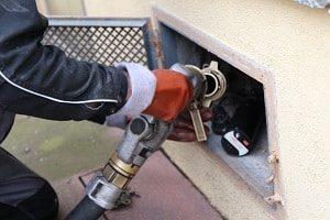 Informieren Sie sich bei Tipp-zum-Bau, wann die Gewässerschaden-Haftpflichtversicherung für Schäden aufkommt.