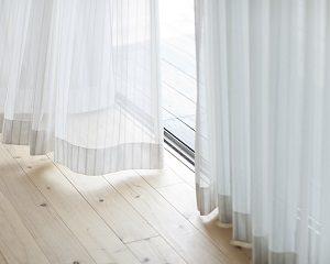 Vorhang, Fenster, Boden, Raum