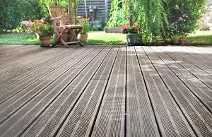 Wie Sie mit dem richtigen Terrassenbelag Ihr Grundstück im Glanz erstrahlen lassen, erfahren Sie bei Tipp zum Bau.
