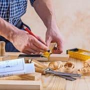 Bei Tipp zum Bau lesen Sie alles über den Beruf Türenbauer.