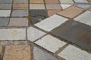 Nutzen Sie Naturstein als Bodenbelag Ihrer Terrasse. Tipp zum Bau informiert.