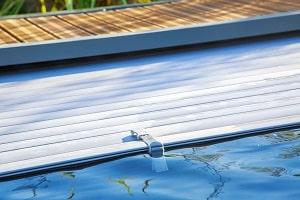 Wie übersteht der Pool den Winter sicher? Tipp zum Bau kennt die passende Pooltechnik.