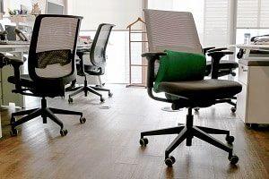 Vinylboden findet Anwendung im Büro.