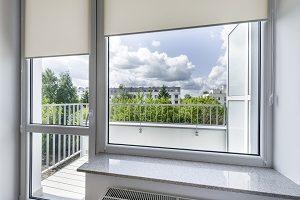 Tipp-zum-Bau informiert Sie, was Sie bei der Montage von Fenstern hinsichtlich des barrierefreien Bauens beachten müssen.