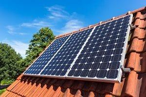 Tipp zum Bau rät Ihnen, die Sonnenenergie zu nutzen. Mit Ihrer E-Bike Ladestation schützen Sie die Umwelt von schädlichen Emissionen und Luftverschmutzung.