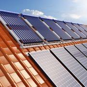 Die verbreitetste Art der hauseigenen Stromproduktion sind Photovoltaikanlagen.