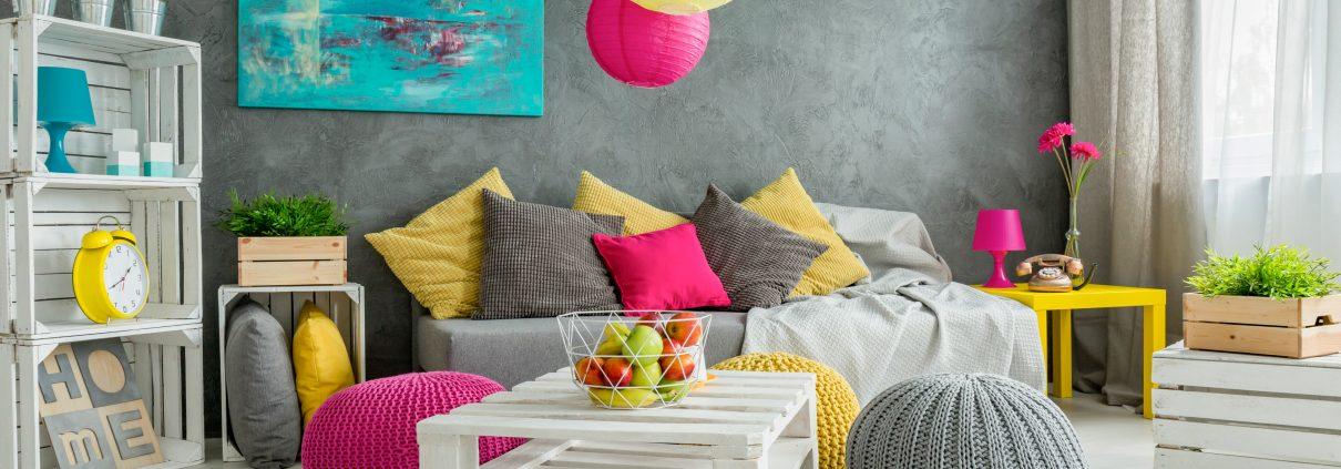 Tipp zum Bau zeigt Ihnen kreative Einrichtungsideen für Jugendzimmer. Nutzen Sie Palletten und Holzkisten.