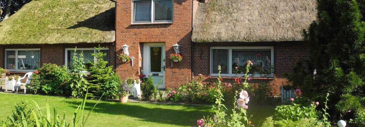 Ein Reetdach wertet jedes Haus auf. Tipp zum Bau beantwortet Ihre Fragen rund Um das Thema Reetdächer.