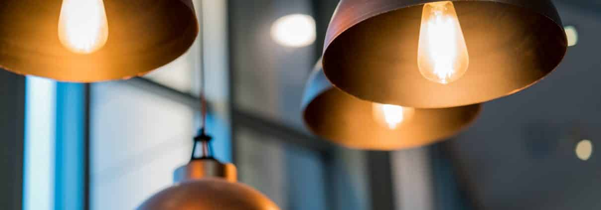 Leuchtmittel sorgen für angenehme Wohn- und Arbeitsbereiche. Tipp zum Bau erläutert Unterschiede und deren Eigenschaften.