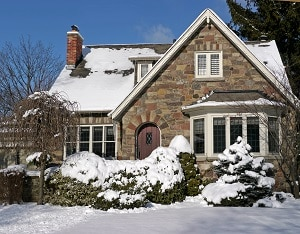 Wie Rollläden am Dachfenster den Dämmwert des Dachgeschosses erhöhen, erfahren Sie bei Tipp-zum-Bau.