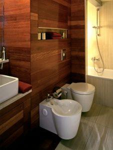 Badezimmer in Holzoptik bei Tipp zum Bau