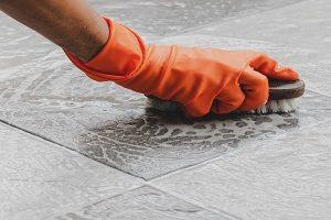 Tipp zum Bau zeigt Ihnen, wo Sie die richtigen Pflegemittel für Ihren Holzfußboden erhalten.