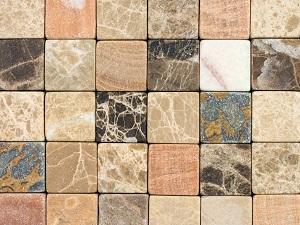 Natursteine und Terrassenbeschattungen gehen oft Hand in Hand. Tipp zum Bau erklärt wieso.