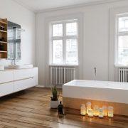 Badezimmer, Holzfliesenoptik, Boden, Fenster, hell, Badarmaturen, Kerzen