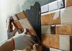 Tipp zum Bau zeigt Ihnen, was bei der Montage von Wandfliesen zu beachten ist.