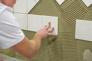 Tipp zum Bau zeigt Ihnen, was Sei bei der Montage von Wandfliesen beachten müssen.