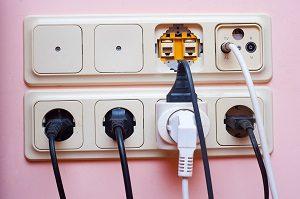 Vor der Inbetriebnahme sind bei Elekto-Hochdruckreinigern nur wenige Gesichtspunkte zu berücksichtigen. Die Handhabung gestaltet sich unkompliziert.