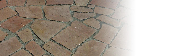 Im Außenbereich ist Terracotta besonders schön. Tipp zum Bau zeigt, wie schön der rustikale Look sein kann.