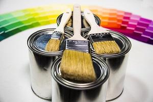 Tipp zum Bau verrät Ihnen, wie Sie mit Innenlack Farbe in Ihr Heim bringen.