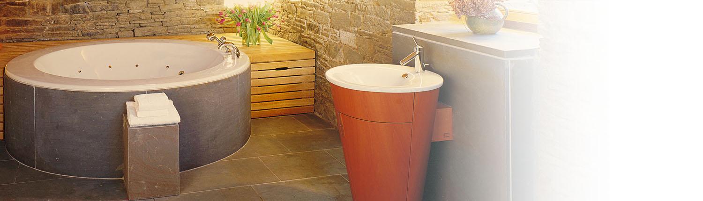 Tipp zum Bau zeigt Ihnen, wo Sie Naturstein verbauen können. Auch im Bad ist Naturstein sehr schön und pflegeleicht.