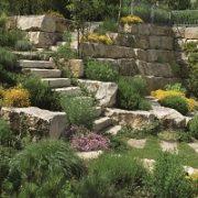 Natursteintreppen Im Garten sind etwas Schönes. Lassen Sie sich bei Tipp zum Bau beraten, welche Natursteintreppe am besten in Ihren Garten passt.