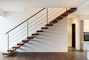 Tipp zum Bau zeigt Ihnen, warum ein Holzboden auf Ihrer Treppe Ihre Wohnung aufwertet.