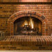 Tipp zum Bau zeigt Ihnen verschiedene Kamine aus denen Sie auswählen können. Darunter gibt es auch elegantere Modelle, beispielsweise offene Kamine, welche Ihr Haus wärmer und gemütlicher machen.