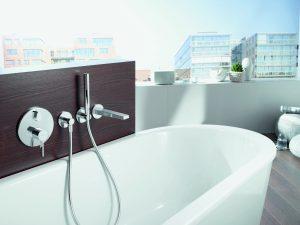 Moderne Badewannenarmatur bei Tipp zum Bau