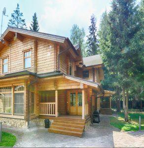 Tipp zum Bau empfiehlt Ihnen eine Außentreppe aus Holz für Ihren Außenbereich.