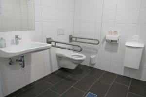 Über die Behindertentoilette für Ihr Bad mit Barrierefreiheit informiert Sie Tipp zum Bau.