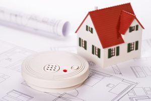 Tipp zum Bau erläutert Ihnen die Brandschutzfunktion von smarten Rollläden.