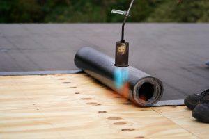 Die richtige Abdichtung und Dämmung Ihres Flachdachs sind besonders wichtig.