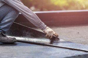 Bitumenbahnen werden häufig zur Abdichtung Ihres Flachdachs verwendet.