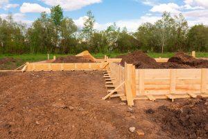 Auch im Gartenbau ist ein Fundament wichtig. Tipp zum Bau informitert Sie auch darüber.