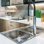 Küchen-Armaturen auf Tipp zum Bau.