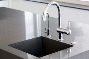 Hier verrät Tipp-Zum-Bau, wie man eine Küchen-Armatur installiert.