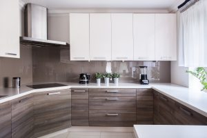 G-Form für die offene Küche ist Raumteiler und schafft Platz