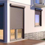Fensterrollen dienen bodentief als Außenjalousie.