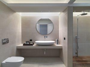 Auch beim Badausbau können Sie Bauplatten anwenden.
