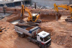 Der SiGeKo hat ein Auge für Gefahren. Tipp zum Bau nennt die wichtigsten Risiken.