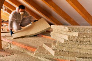 Mit Tipp zum Bau verlegen Sie Ihre Dachdämmung richtig.